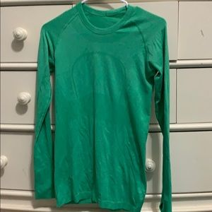 Green athletic top lululemon